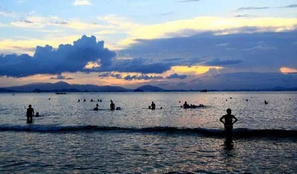 广东海边旅游景点排行 惠州巽寮湾  巽寮湾 位于惠东县城平山镇南部